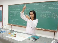 Aluna do Campus Dona Lindu analisa composi��o qu�mica de fitoter�pico