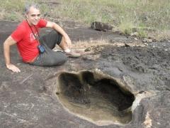 Coordenador do GEPHIS, Moisés Romanazzi observa descoberta
